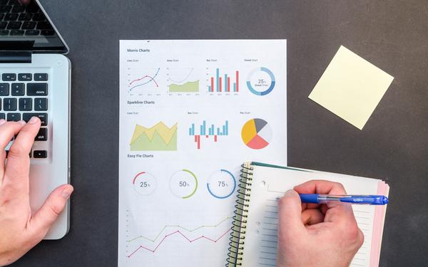 Thumb spreadsheet charts quantitatively compare job offers